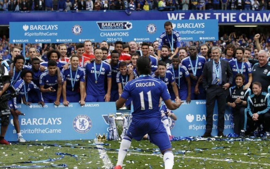 "Londono ""Chelsea"" futbolininkams įteikta čempionų taurė"