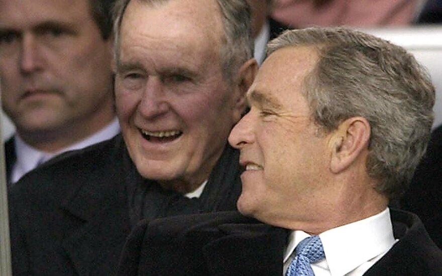 Buvę JAV prezidentai George'as Bushas ir George'as Bushas vyresnysis