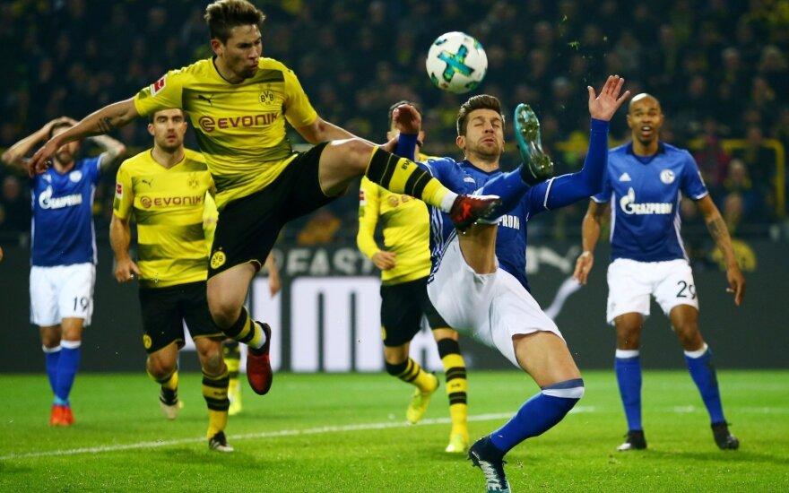 "Dortumundo ""Borussia"" ir Gelzenkircheno ""Scahlke 04"" mačo akimirka"