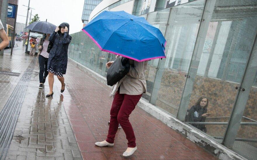 Į Lietuvą atkeliauja nemalonios permainos: pūs stiprus vėjas, kai kur žada smarkų lietų