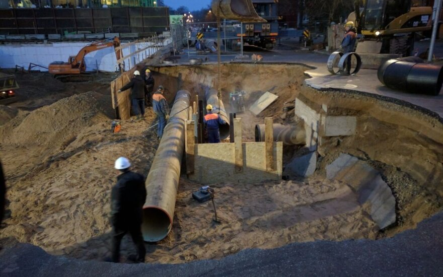 Sinkhole opens in the front of Barclays building in Vilnius