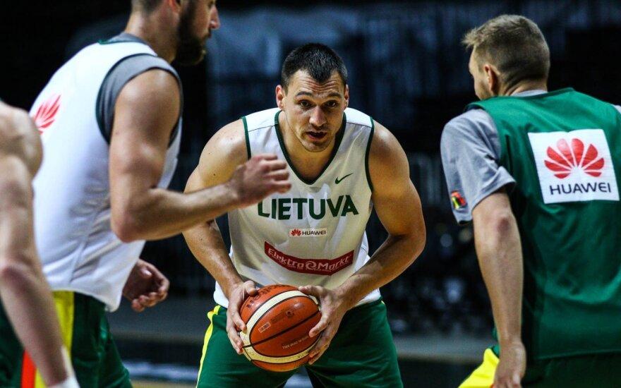 Kiek jaunučių rinktinės narių turėtų žaisti Lietuvos vyrų krepšinio rinktinėje?
