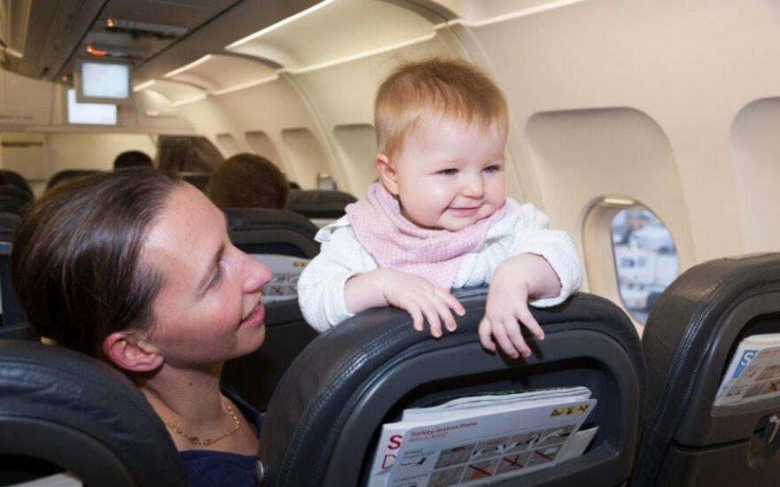 Išvardijo keturias populiariausias kryptis, kur dažniausiai skrenda lietuviai su mažais vaikais