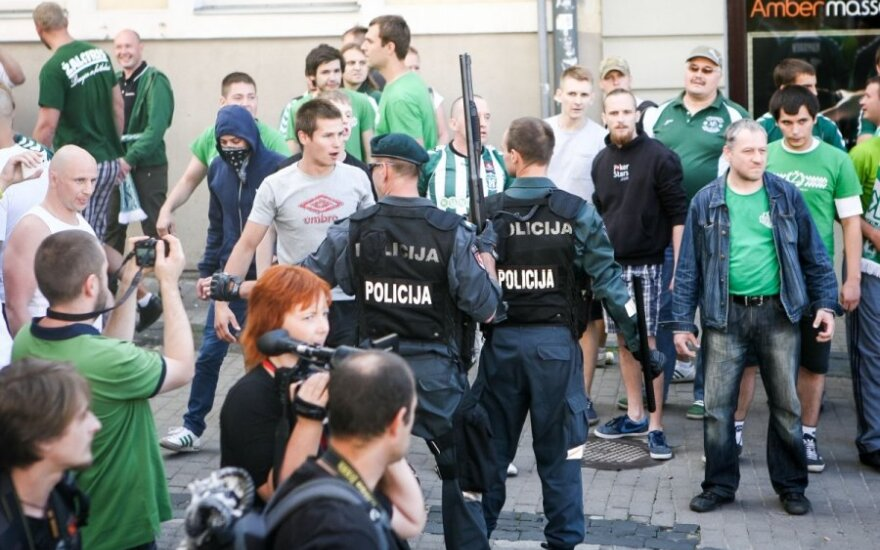 """Lietuvos policija siunčia tris pareigūnus į atsakomas """"Žalgirio"""" ir """"Lech"""" rungtynes"""