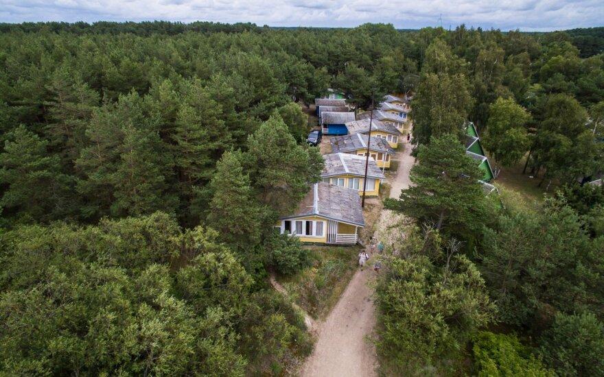 Aplinkos ministerija nori perimti Šventojoje pajūrio juostoje ir miške esančius namelius