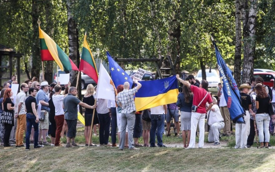 Lithuanian liberals stage protest outside Russian Embassy