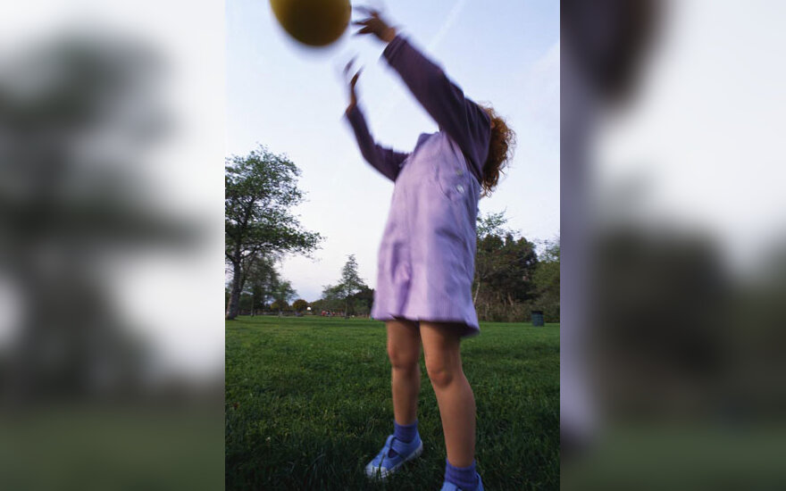 Mergaitė žaidžia, vaikystė