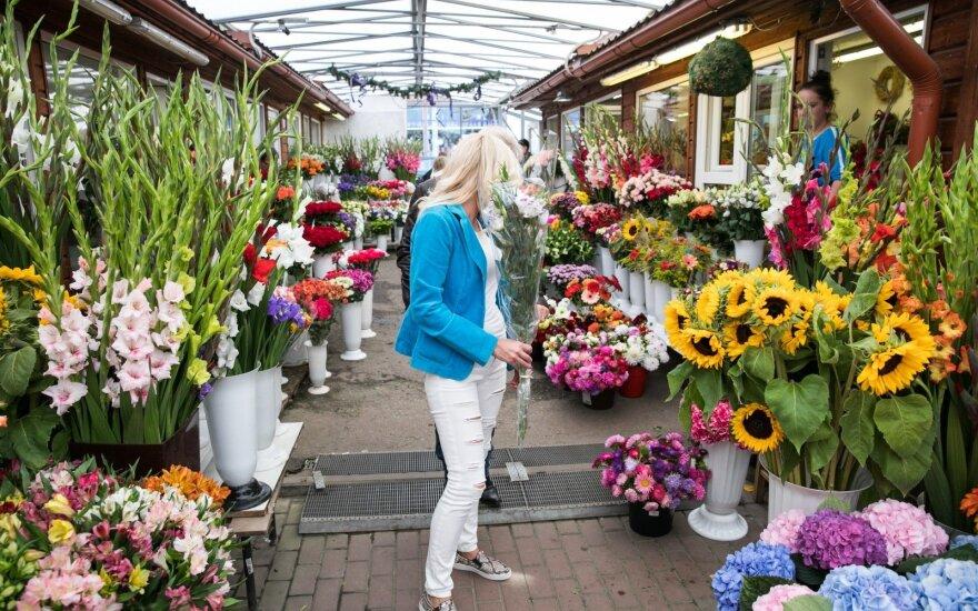Prieš Rugsėjo 1-ąją gėlių prekeiviai nedžiūgauja: žmonės nebeturi pinigų