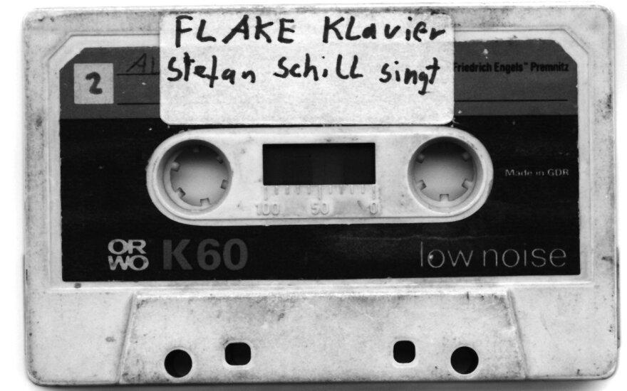 """Flake'o kasetė. Šiandien """"Rammstein"""" grupės klavišininkas, anuomet """"FeelingB"""" grupės ir daugelio kitų projektų dalyvis."""