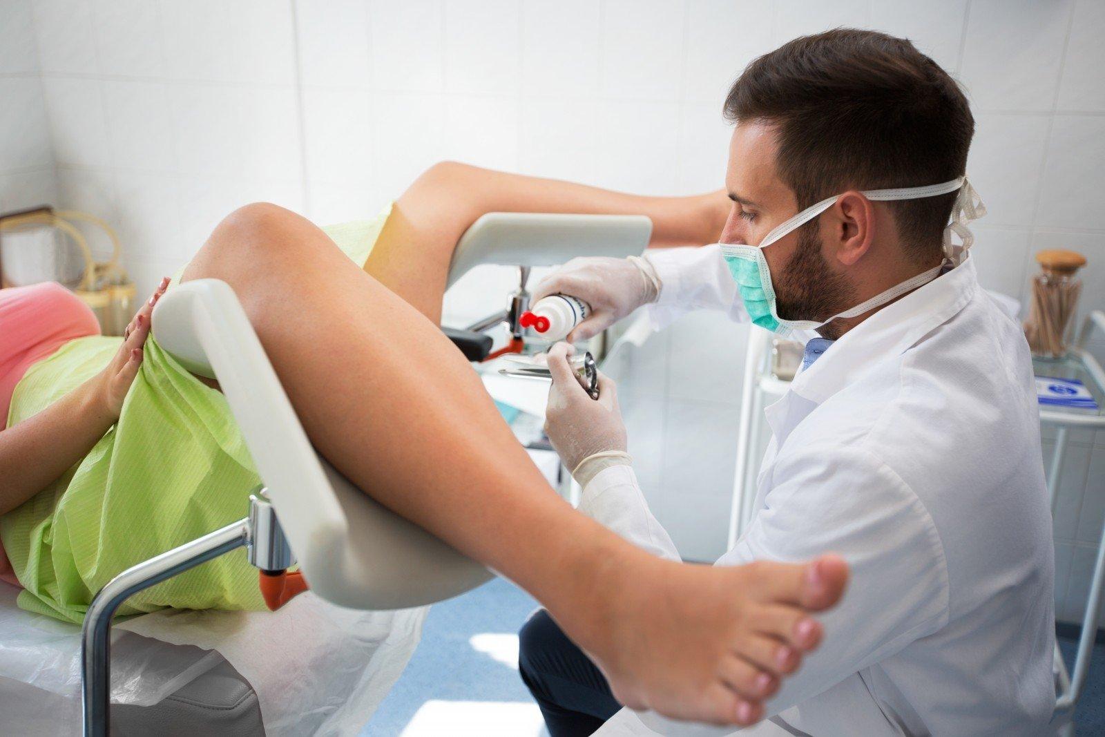 Как гинеколог делает осмотр фото