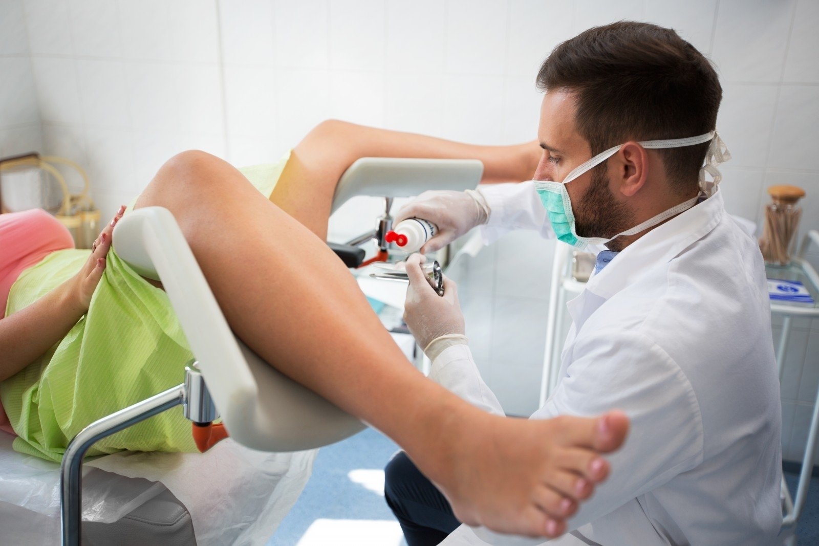 Жена с мужем у гинеколога