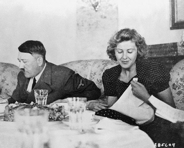 Книгу Гитлера савтографом продадут нааукционе вСоединенном Королевстве
