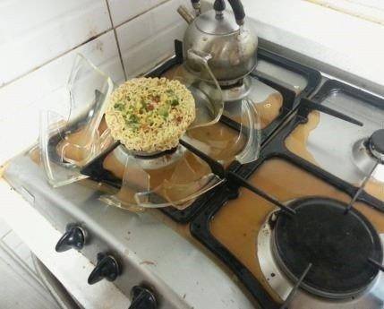 Vyras virtuvėje