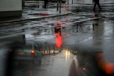 Pėstieji užsimerkia prieš pavojus: rudenį pamiršta įvertinti, kad automobilis gali slysti