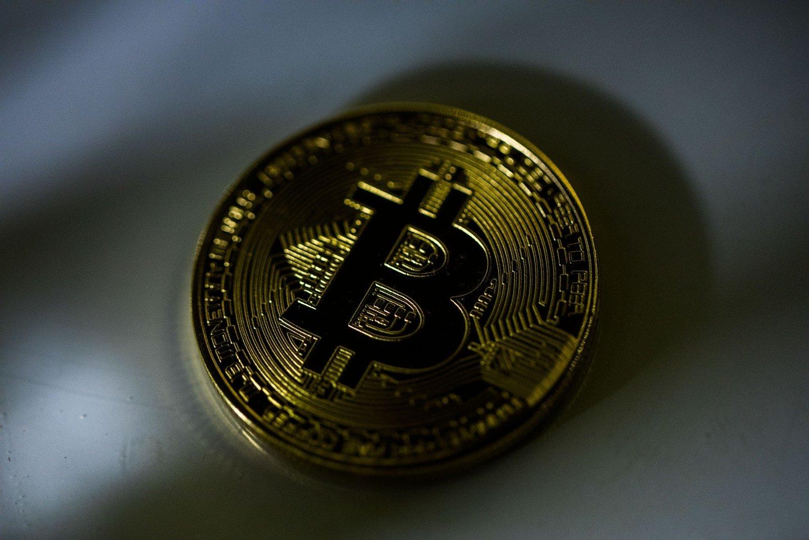 bitkoinas pradeda prekiauti jav