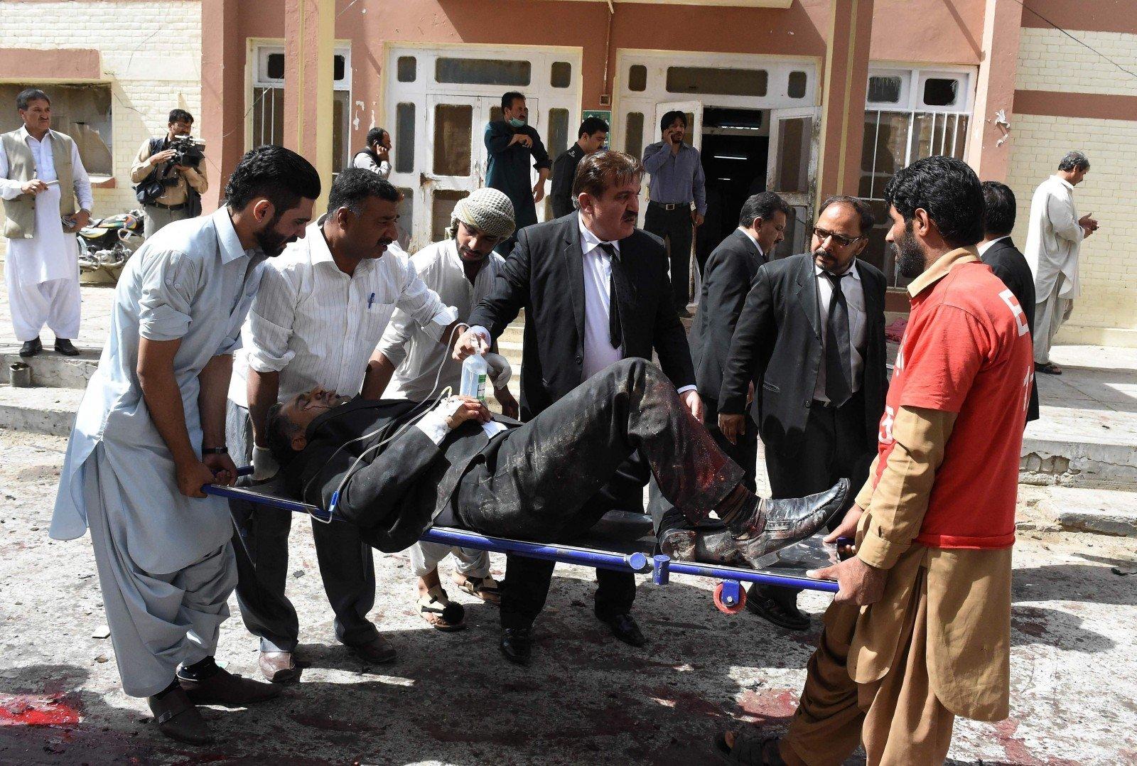 При взрыве около  мавзолея вПакистане погибли неменее  30 человек