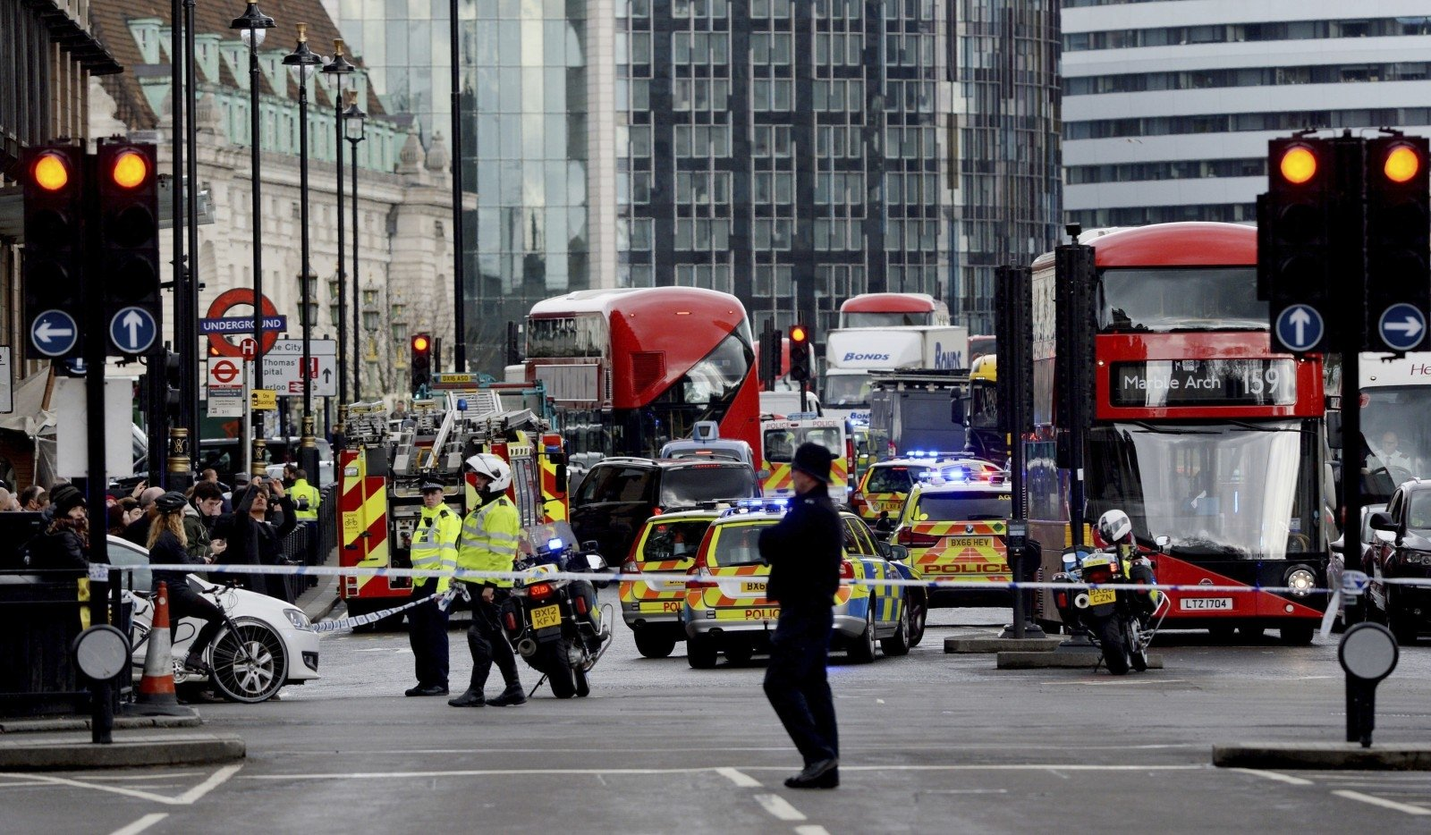 Уздания английского парламента произошел «террористический инцидент»