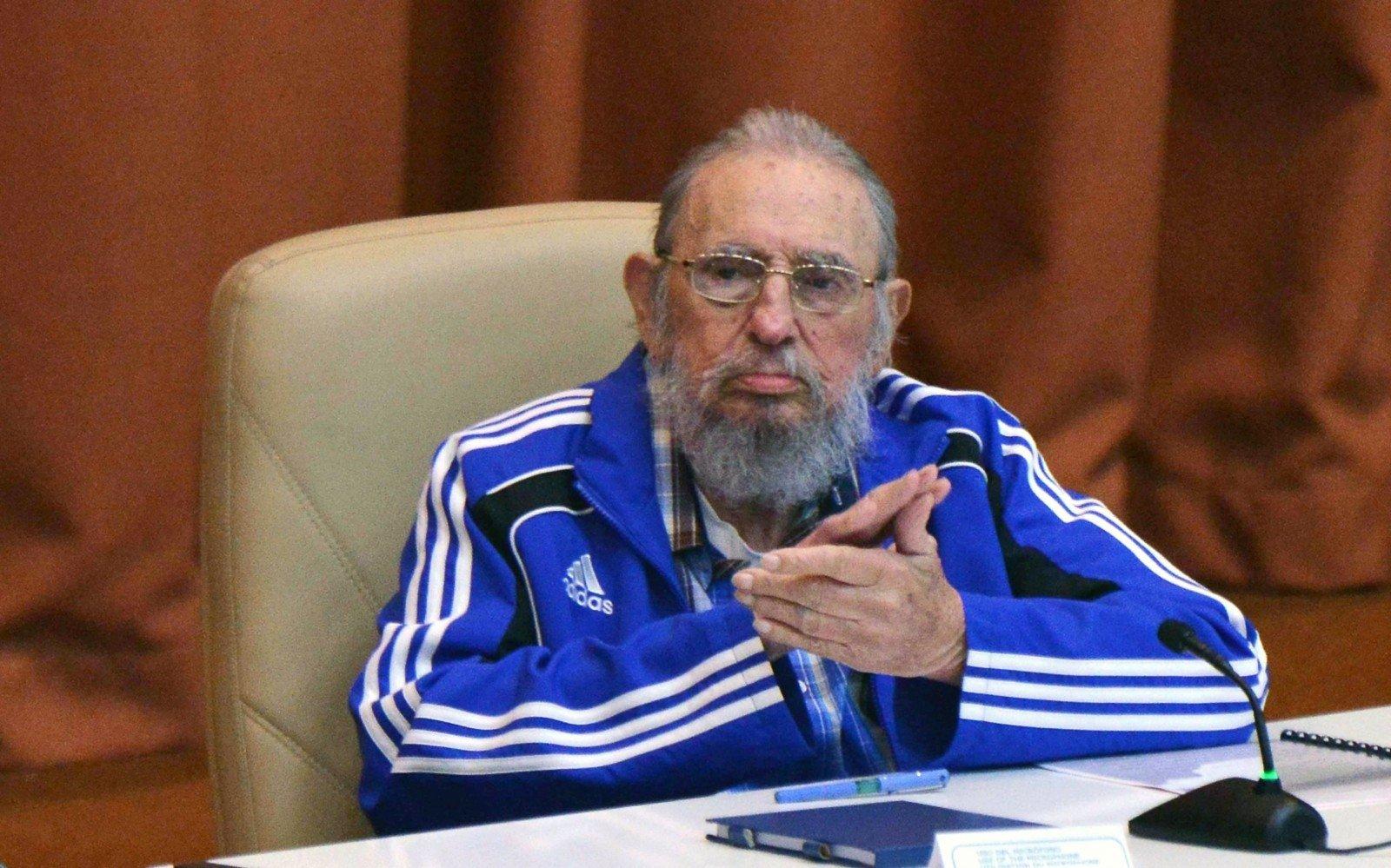 Кубинцы подготовили вподарок на90-летие Фиделю Кастро 90-метровую сигару