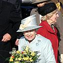 Karalienė Elžbieta II ir prezidento žmona Alma Adamkienė