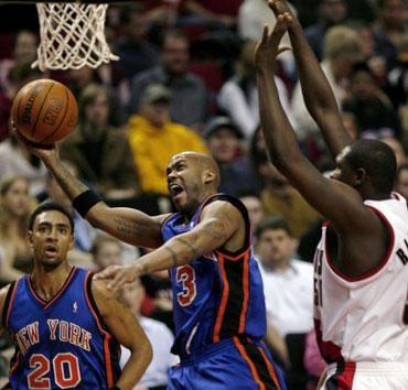 """Atakuoja Stephonas Marbury (""""New York Knicks"""")"""