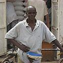 Jaunuolis Ugandos sostinėje Kampaloje