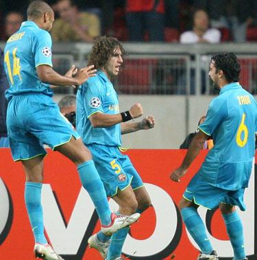 """""""Barcelona"""" komandos nariai sveikina Carlesą Puyolį"""