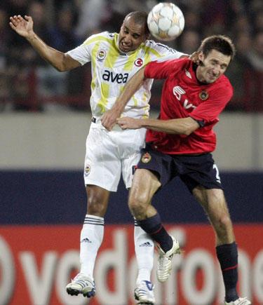 """Deividas Šemberas (CSKA) dėl kamuolio kovoja su Deividu (""""Fenerbahce"""")"""