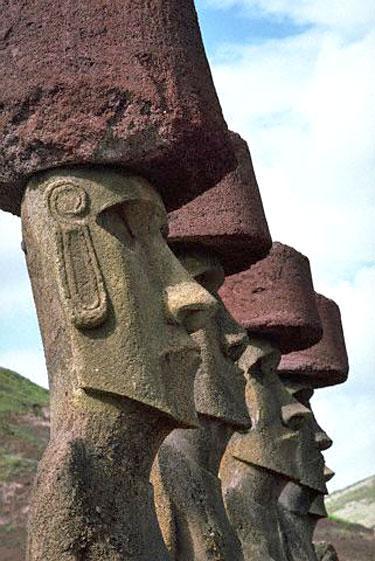 Moajai (Moai) - statulos Velykų saloje