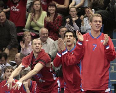 Ramūnas Šiškauskas su komandos draugais švenčia pergalę