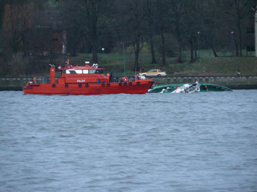 Uoste skęsta laivas-vilkikas