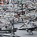 Vienoje iš Berlyno gatvių gulintys dviračiai skirti atminti prieš 40 metų nužudytą studentų lyderį Rudį Dutschke