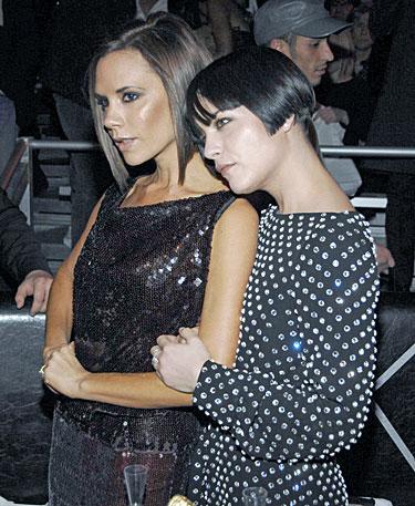 Victoria Beckham (k.) ir Selma Blair