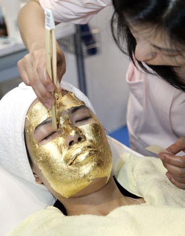 Kaukė iš aukso lakštelių