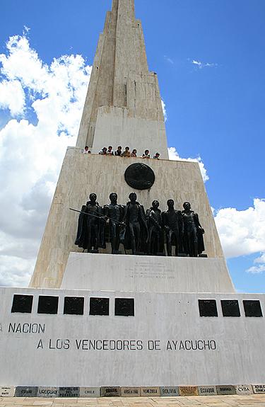 Peru,  Quinua paminklas išvaduotojams