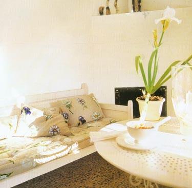 Gėlėta sofa