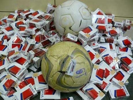 Белорусский тренер провозил сигареты в Польшу в футбольный мячах