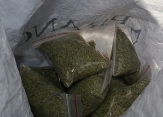 Vilniuje rastose slėptuvėse - kilogramai narkotikų