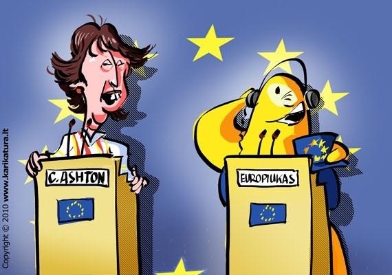 Europiukas dalyvauja spaudos konferencijoje kartu su Catherine Ashton, ji - neoficiali ES užsienio reikalų ministrė.