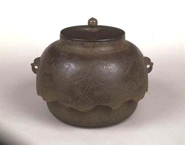 Japoniškas stilius. Metalinis arbatinukas