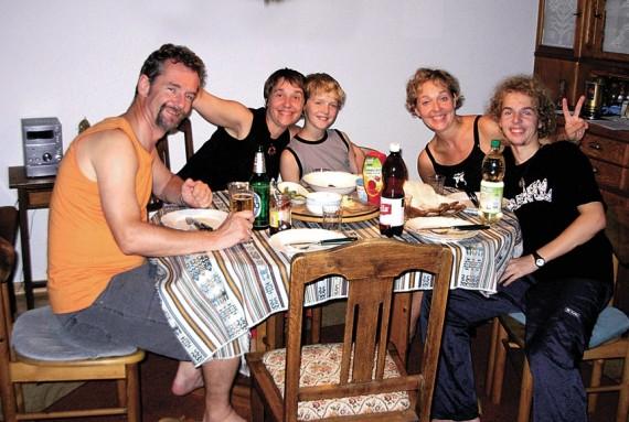 Namuose šventė, kai visa šeima kartu: (iš kairės): Lutzas, Daivos sesuo Asta (retkarčiais atvykstanti į svečius), Justinas, Daiva ir Gediminas.