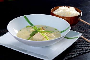 Tailandietiški patiekalai. Vištiena žalio kario padaže