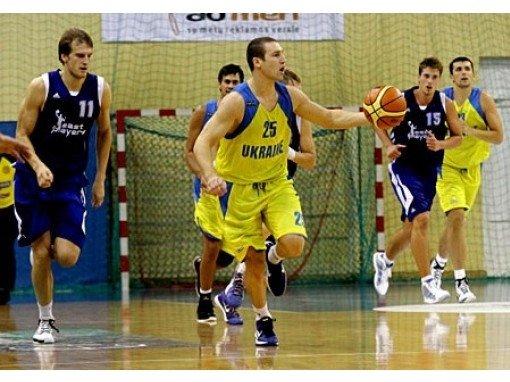 Ukrainos krepšinio rinktinės ataka (ukrbasket.net nuotr.)