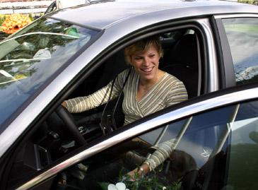 Septynkovininkė Austra Skujytė savo naujame automobilyje