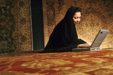 Musulmonė prie kompiuterio