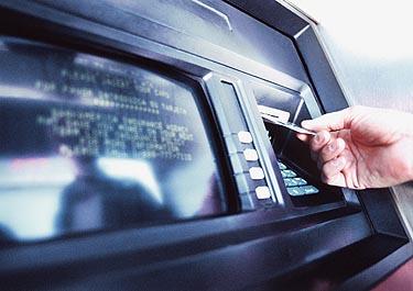 Bankomatas, banko kortelė, kreditinė kortelė, pinigai