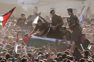 Palestiniečiai sutinka karstą su Y.Arafato palaikais