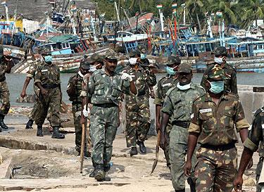 Gelbėjimo darbus atliekantys Indijos kariai