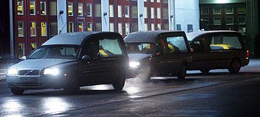 Švedijoje automobiliai veža karstus su cunamio aukų palaikais