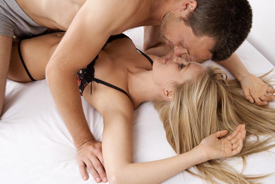seks-v-restorane-na-stole