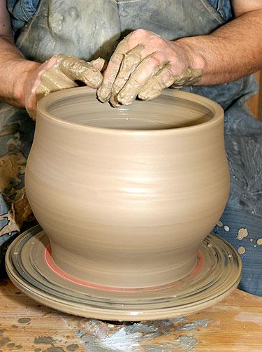Keramikas Gvidas Raudonius žiedžia puodą